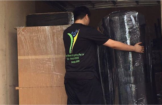 Employee Putting stuff in Yi Yun Lorry