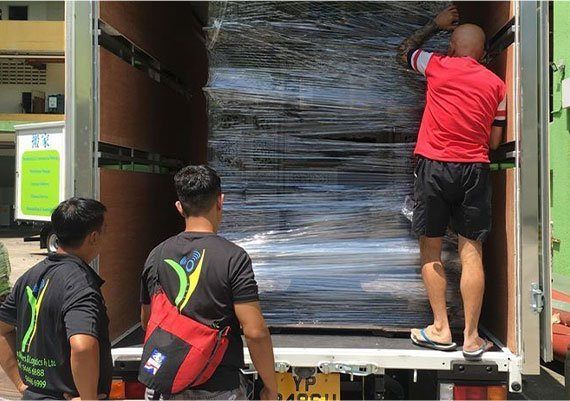 Yi Yun Movers Crew In Lorry