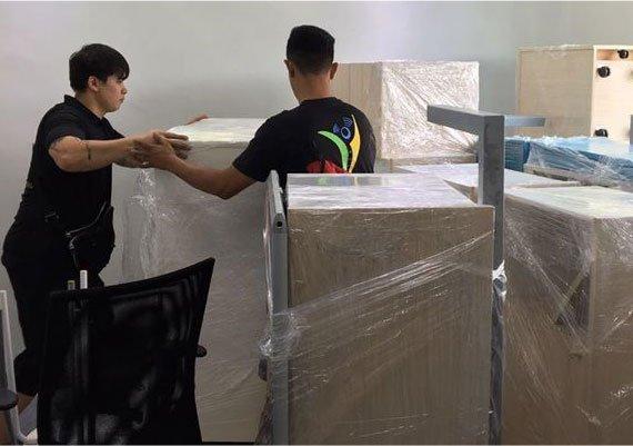 Yi Yun Movers Employee moving out stuff